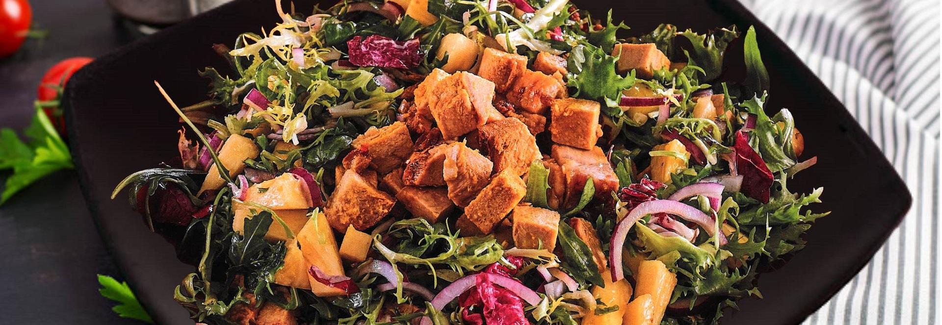 Salada com Lombo de porco assado